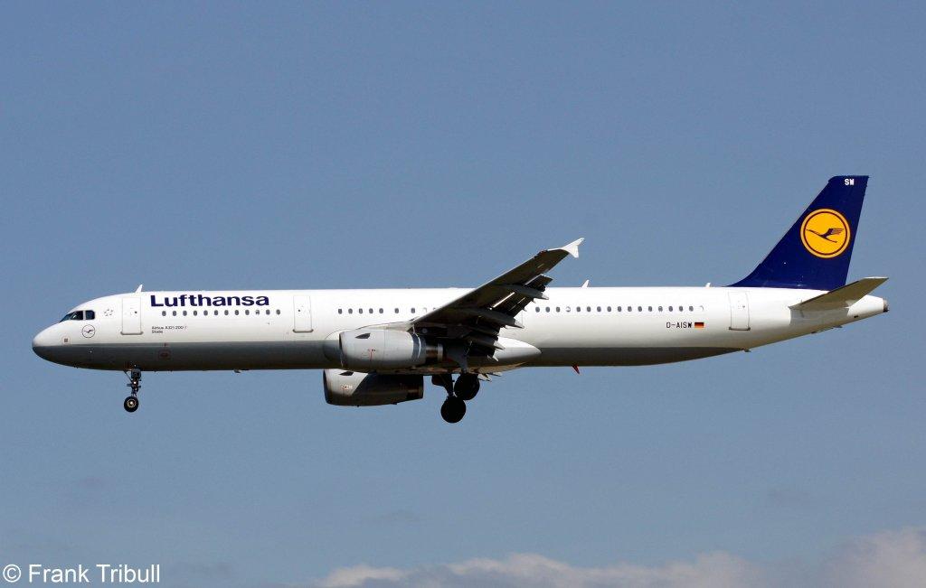 Ein Airbus A321-231 von Lufthansa mit der Kennung D-AISW mit dem Taufnamen Stade aufgenommen am 22.05.2010 auf dem Flughafen Frankfurt am Main