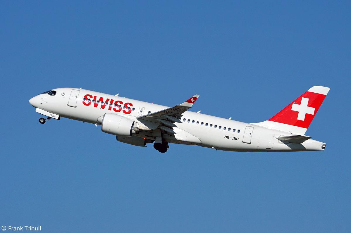Ein Airbus A220-100 von Swiss mit der Kennung HB-JBH aufgenommen am 31.10.2017 auf dem Flughafen Zürich