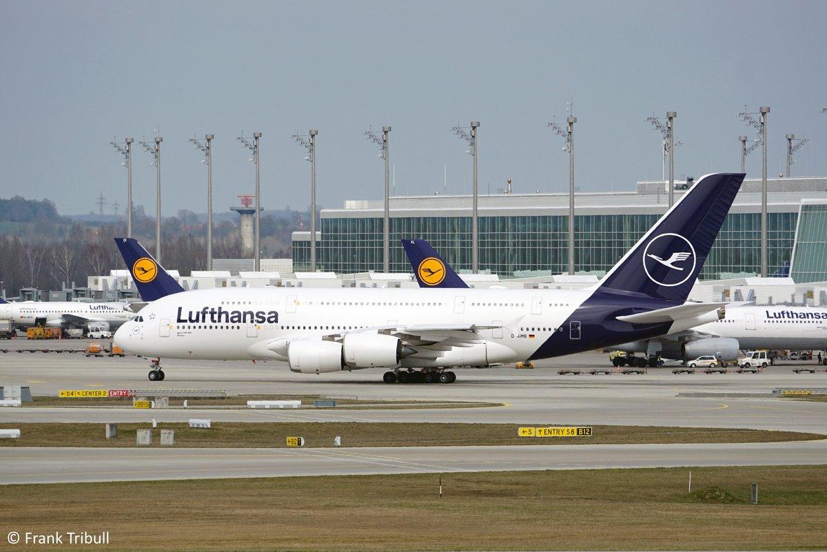 Ein Airbus A380-841 von Lufthansa mit der Kennung D-AIMB aufgenommen am 28.03.2019 am Flughafen München.